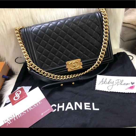 CHANEL Handbags - Chanel Medium boy bag purse black